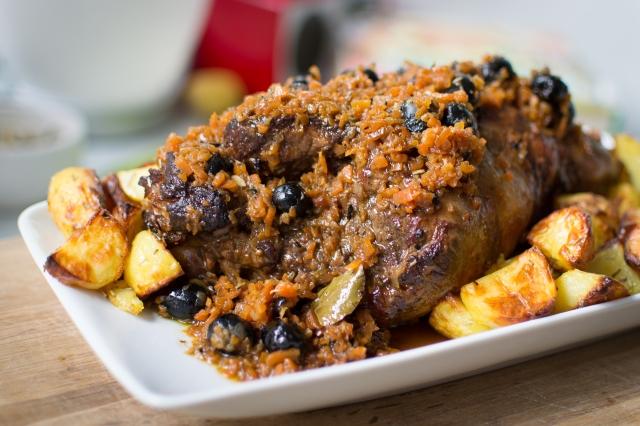 Lammekølle med gulerødder og oliven er efterhånden en tradition i familien til påske.