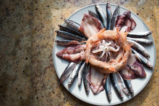 Calamari, rejer og ansjoser